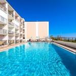 queen balcony suites at pool
